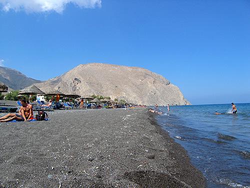 Plage noire de Santorin