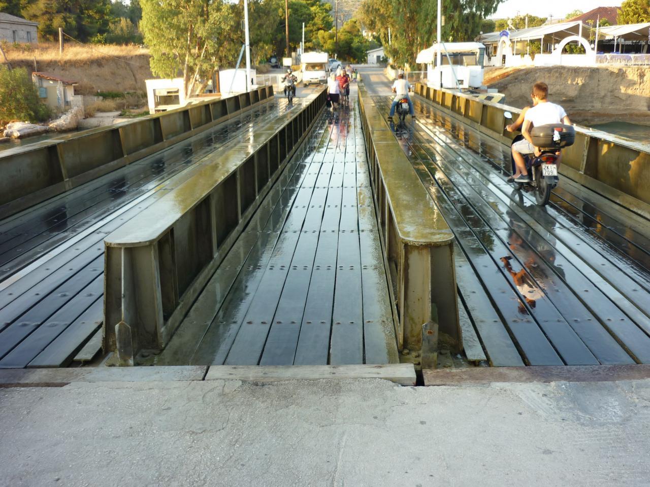 Pont écluse du canal