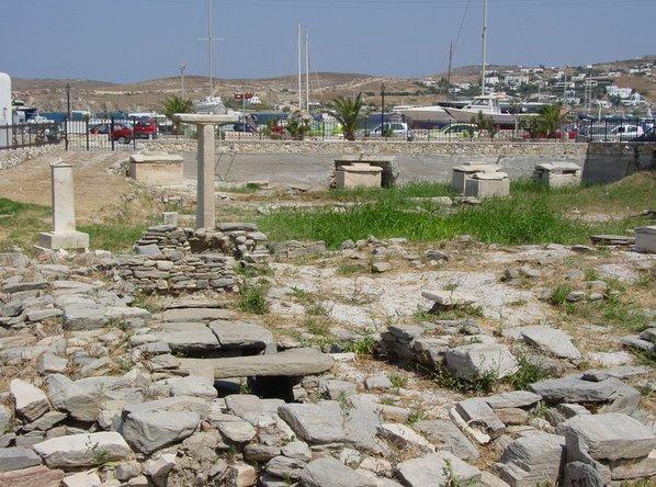 Paros29 Parikia cimetiere antique