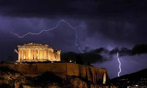 L'Acropole un soir d'orage