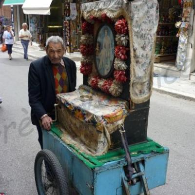 Le joueur de laterna a Monastiraki-Athènes-Grèce