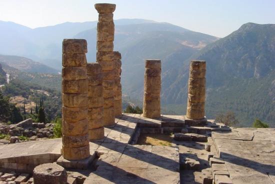 Vestiges... le centre du monde... l'antique Delphes-Grèce