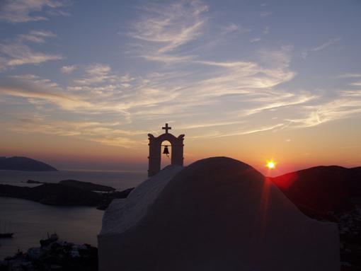 Soleil couchant sur l'île de Ios-Cyclades-Grèce