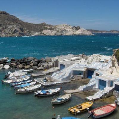 Petit port à Milos-Cyclades-grèce