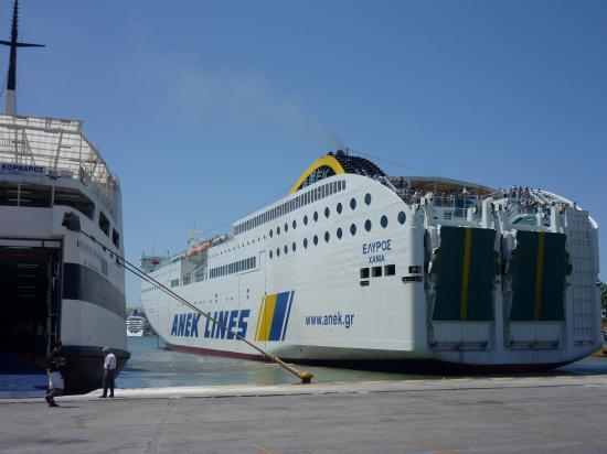 Ferry au port du Pirée