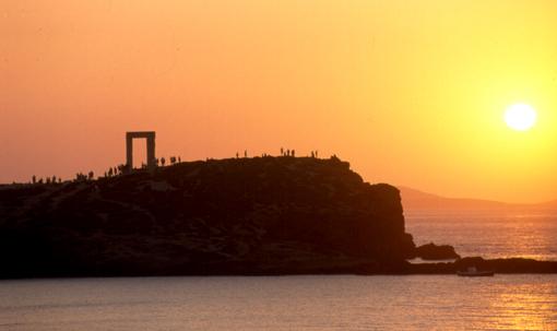Soleil couchant sur la Portara - Naxos