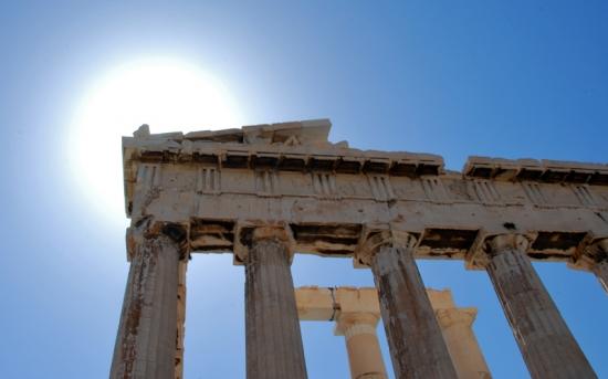 Vestiges... Soleil... ciel bleu.... la Grèce