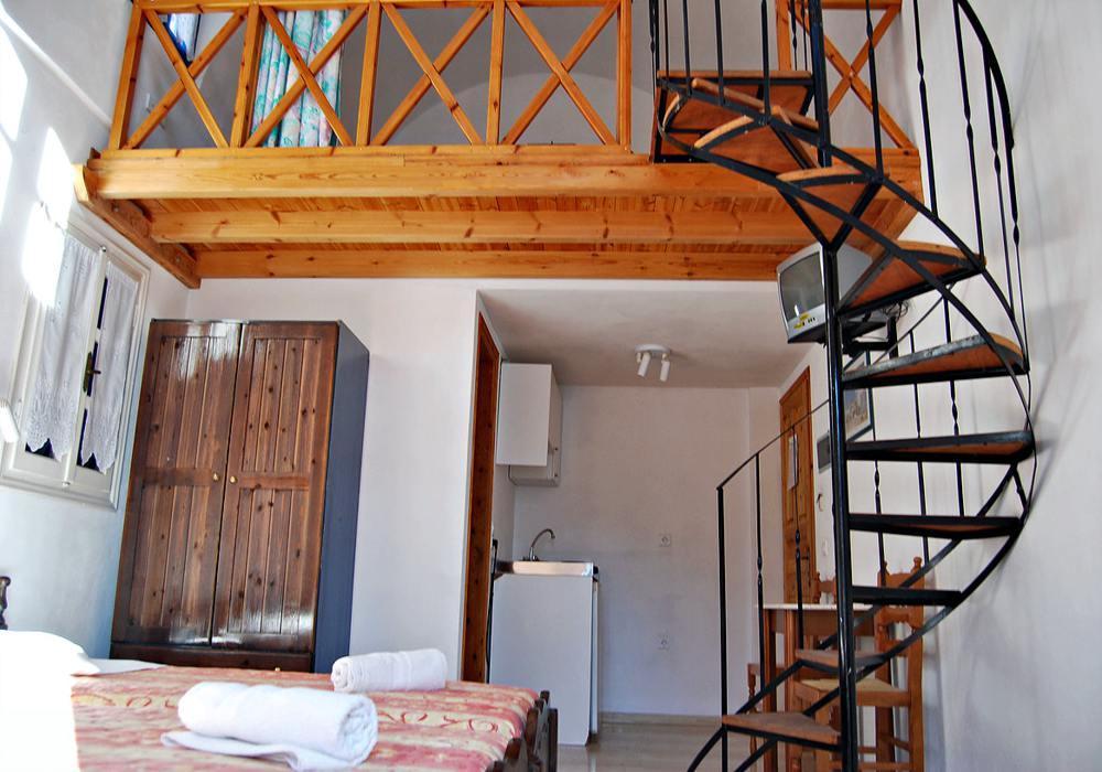 Santorin- PAV 06- family room