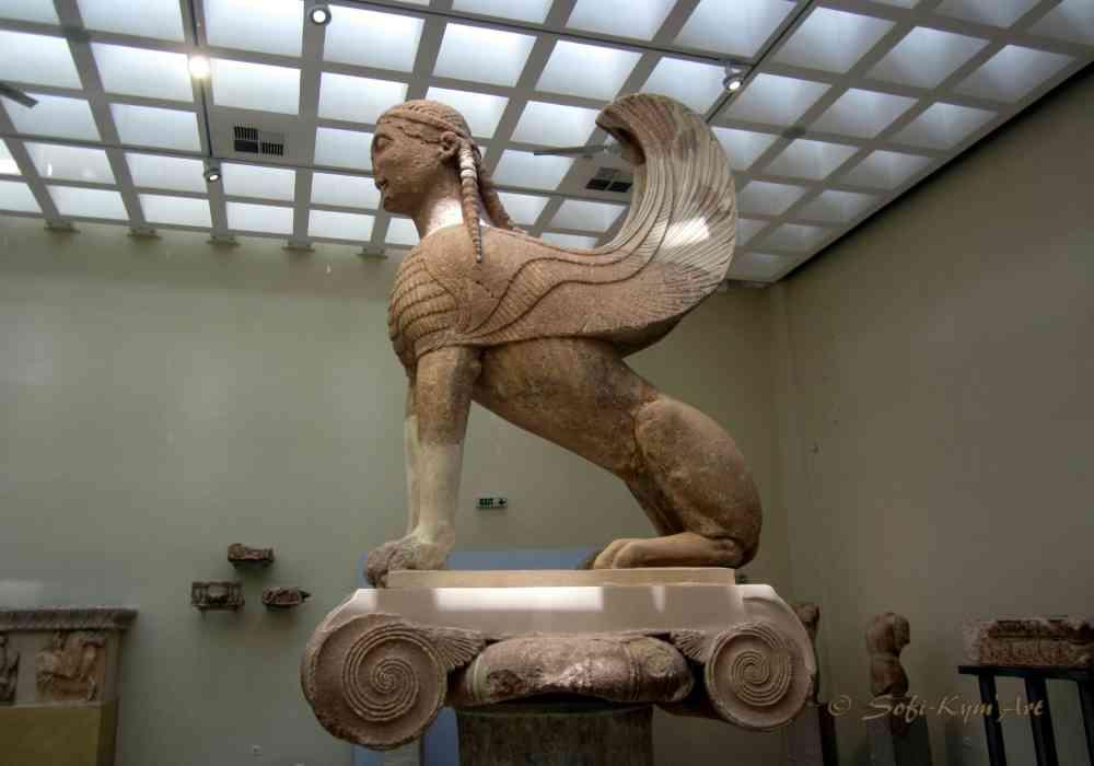 Delphes au musée -Le sphinx de Naxos