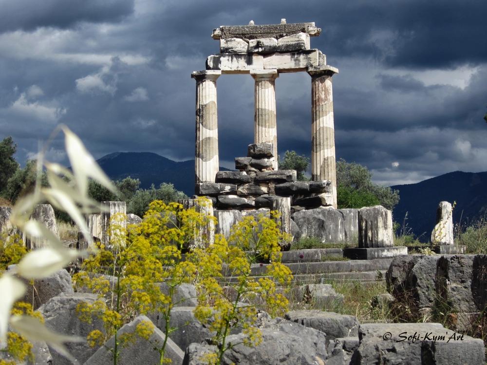 Delphes-la tholos-site de Marmaria